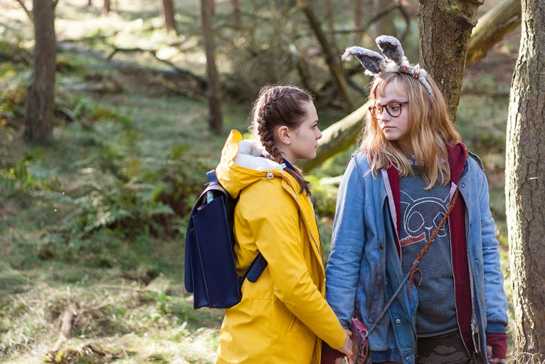 Sydney Wade and Madison Wolfe in I KILL GIANTS